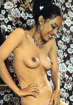 Perky Tits MILF Porn Pictures