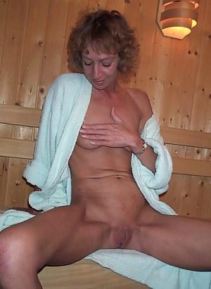 MILF Sauna Porn Pictures